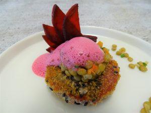 Rote-Bete-Taler mit Alblinsen-Salat und Rote-Bete-Schaum