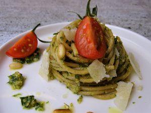 Vollkornspaghetti mit Kräuter-Pesto